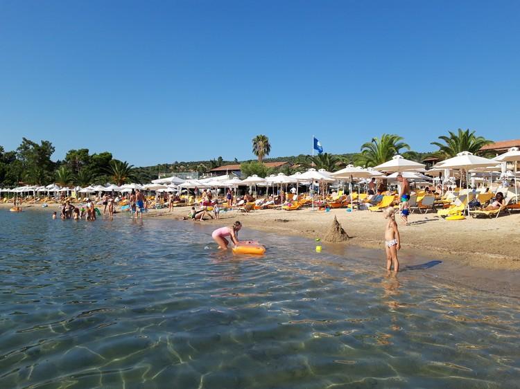 Песчаные пляжи с пологим дном отлично подходят для семейного отдыха.