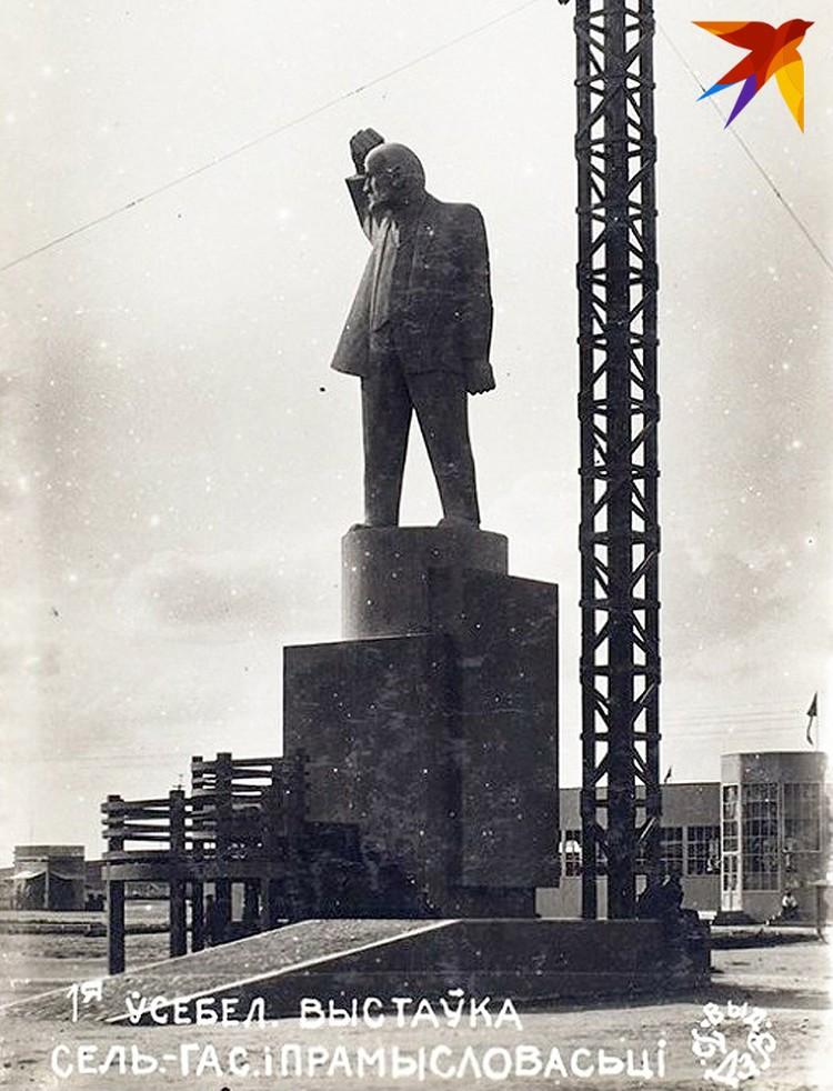 Монумент Ленина выглядел очень брутально. Фото предоставлено Антоном Денисовым.