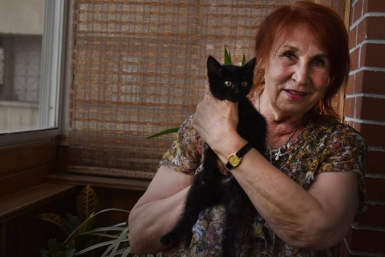 В квартире прописана пенсионерка, а живут - сама хозяйка, кот и «они».