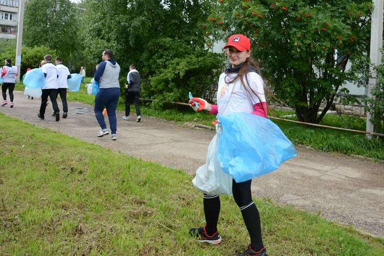 """Эжва - один из самых чистых районов Сыктывкара, но и здесь для участников """"Чистобега"""" нашлась работа."""