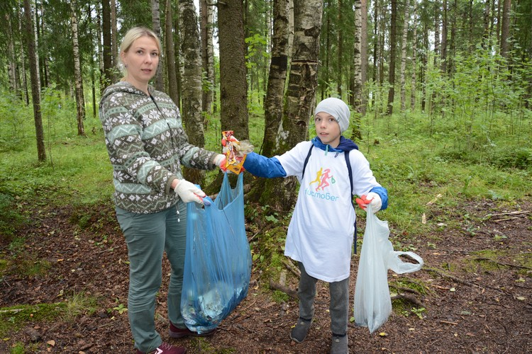 Надежда с сыном Максимом в нынешнем году уже в третий раз выходит на экологическую акцию.