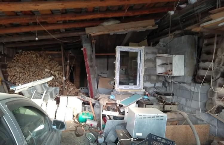 Внутренние перекрытия тоже сильно повреждены. Фото: ГУ МЧС по Свердловской области