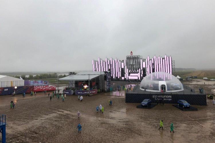 На фестивале было установлено шесть сцен