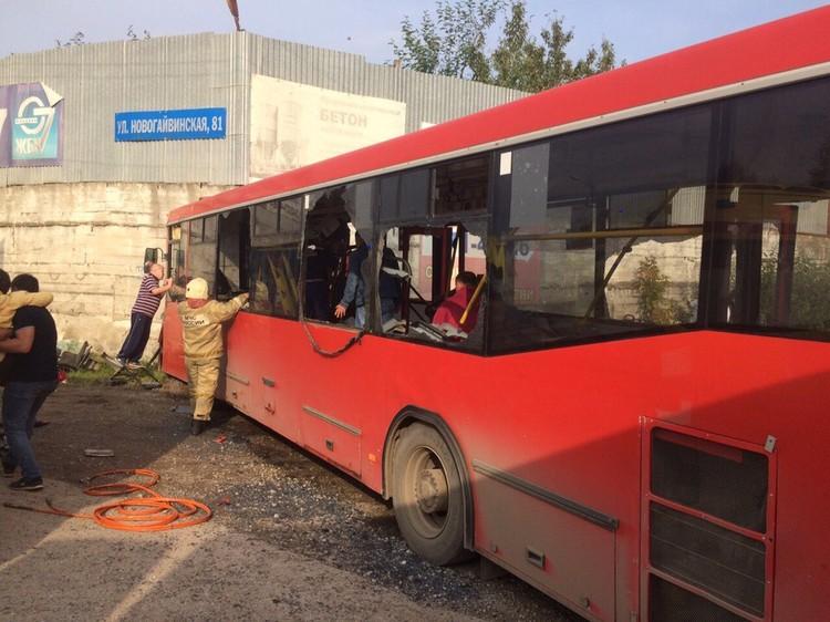 Поручни автобуса от удара просто отвалились. Фото пресс-службы ГИБДД