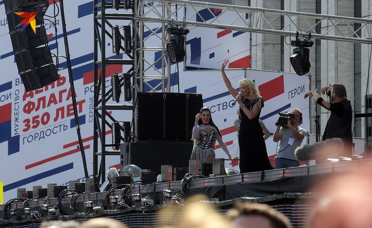 Митинг-концерт посвящен 350-летию российского флага