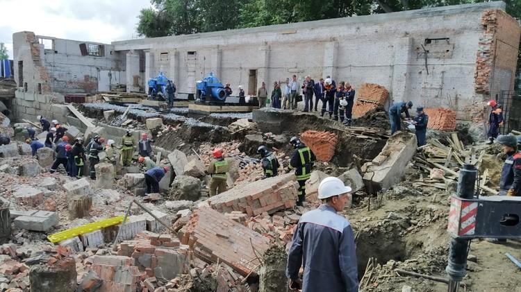 Работа спасателей на месте ЧП. Фото: ГУ МЧС по Новосибирской области.