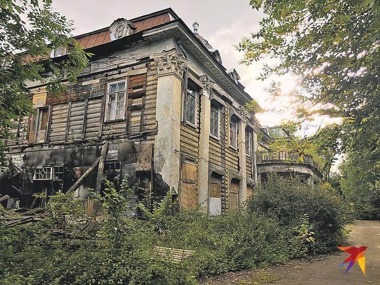 Дом Германа постигла судьба многих русских усадеб: в советское время - санаторий, в 90-е - разруха.
