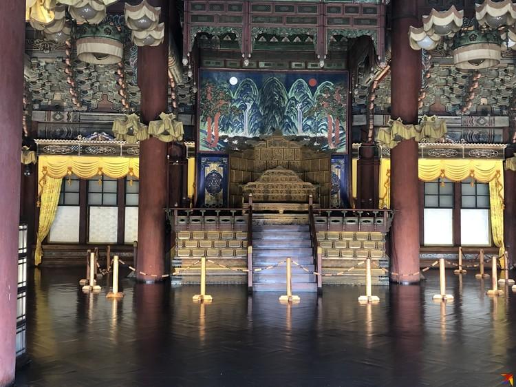 В одном из дворцов династии Чосон: зал для коронации