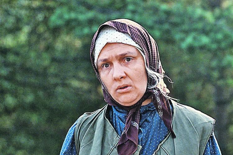 В роли бабы Шуры - 38-летняя актриса Наталья Тенякова, кстати, настоящая жена Сергея Юрского.
