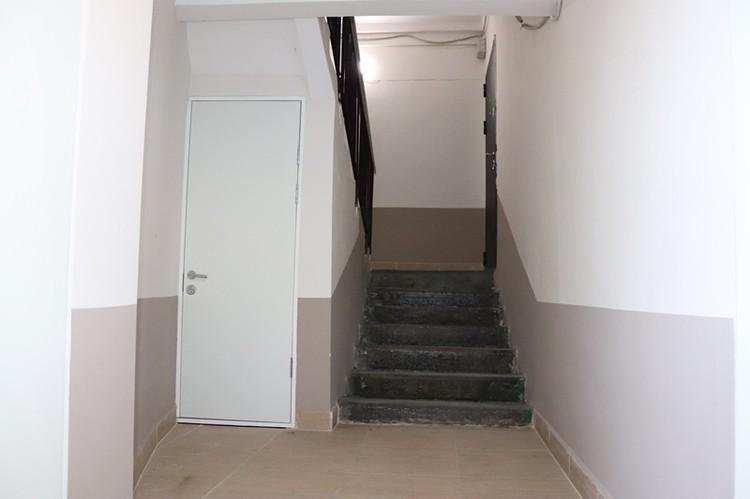 В соседней пятиэтажке в подъезде сделали ремонт. Фото: администрация г. Шахты.