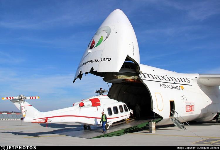 Авиакомпания Maximus Air Cargo перевозит вертолеты ВВС ОАЭ уже не первый раз. Фото Jacques Lienard.