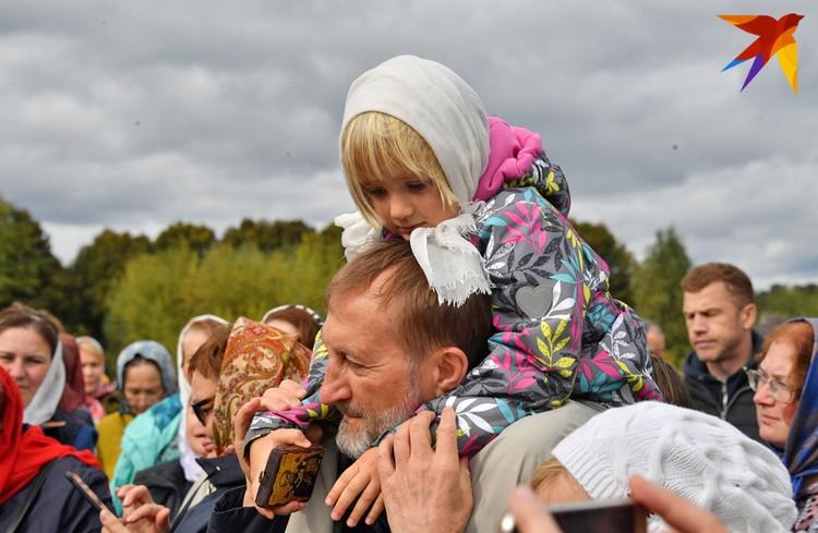 Маленькая паломница. Больше фото - в фоторепортаже kp.ru