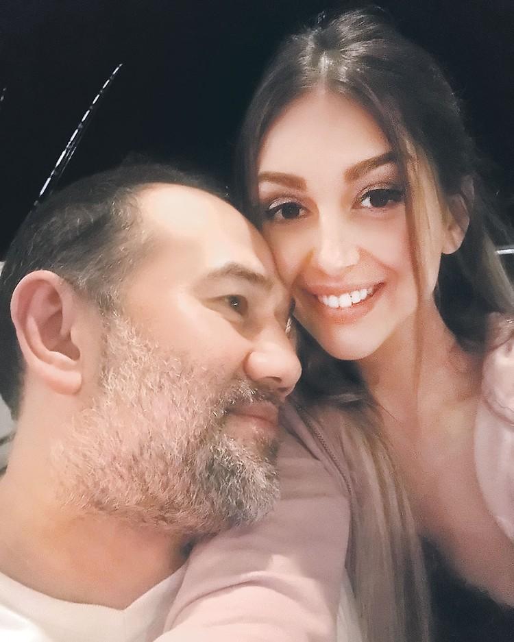 В ноябре прошлого года победительница конкурса «Мисс Москва-2015» Оксана Воеводина вышла замуж за настоящего короля, вернее, султана Мухаммада V. Фото: instagram.com/rihanapetra