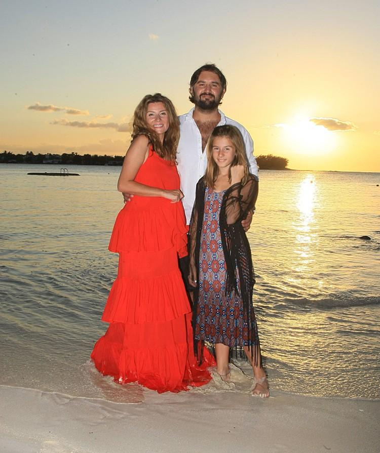 Жанна с мужем и дочкой Лолитой
