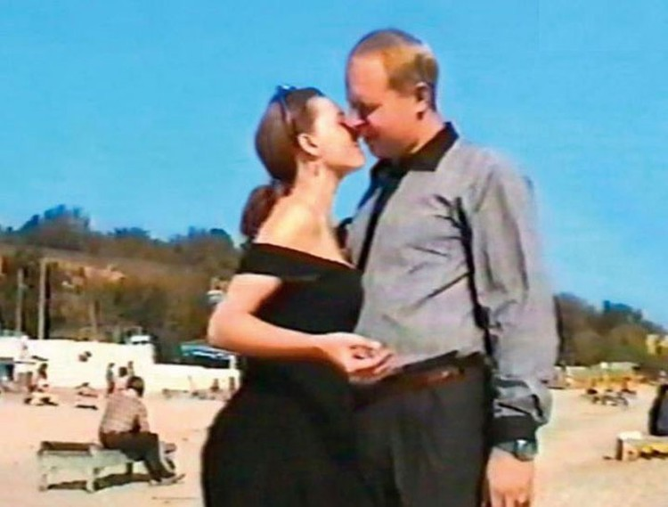 С первым мужем Олафом Шварцкопфом актриса познакомилась в 1993 году в «Табакерке».