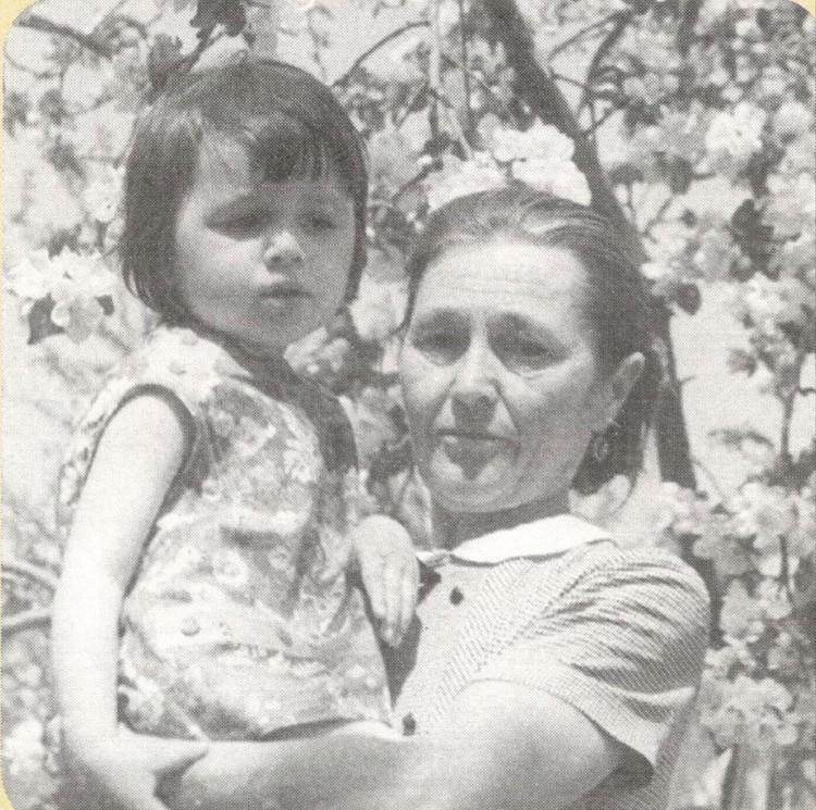 Настя с бабушкой по материнской линии Анной Андреевной. Фото: личный архив