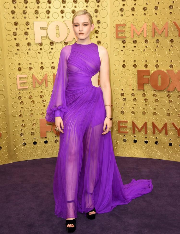 Джулия Гарнер получила «Эмми» за лучшую женскую роль второго плана.