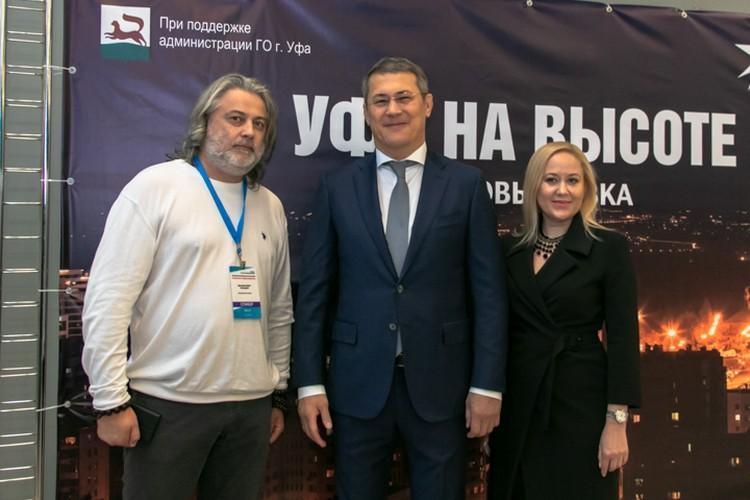 Побывал на выставке «Комсомолки» и Радий Хабиров