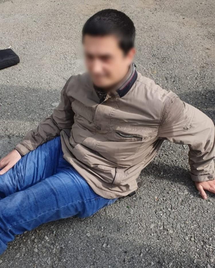Нападавший молодой человек нерусской внешности. Фото: УМВД по Приморскому краю