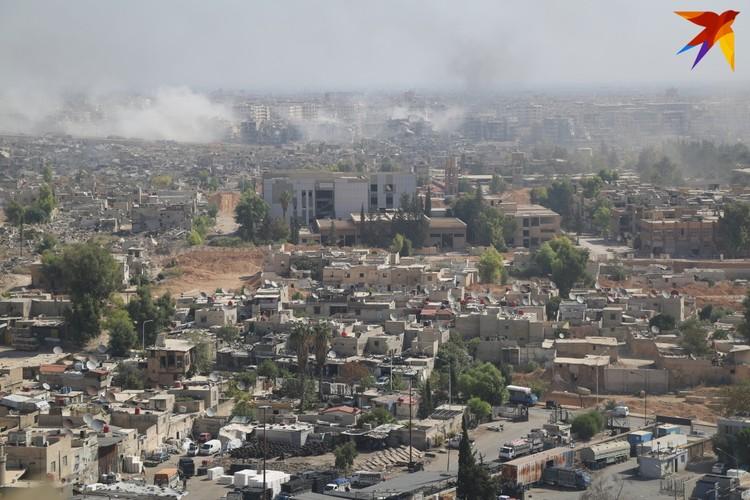 Боевики несколько лет занимали район Джобар. На первом плане жилые кварталы, граничащие с линией фронта. Осень 2015 года.