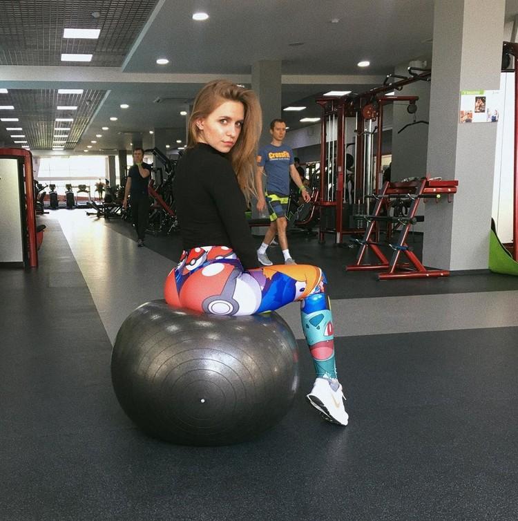 Даша в спортзале