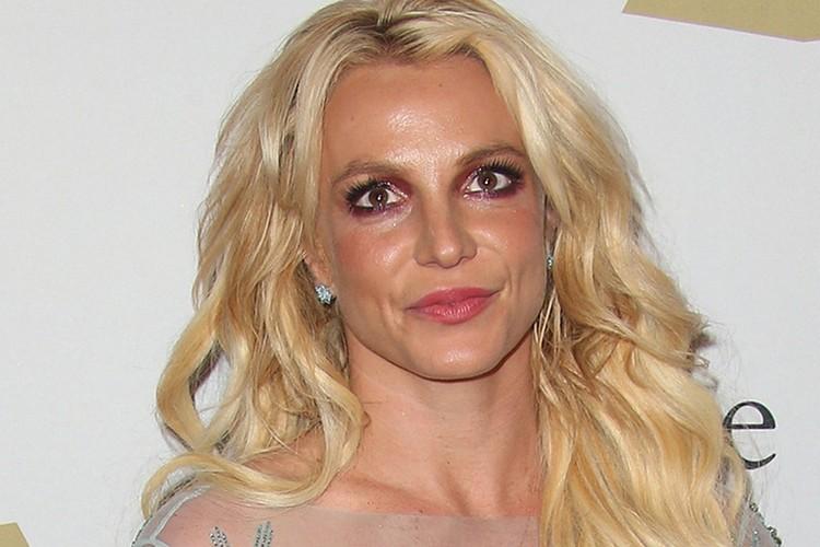 У певицы Бритни Спирс были проблемы с психиатрией и наркотиками