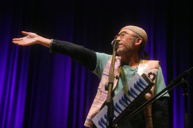 Хико нравится прогрессивный рок, но большее предпочтение он отдает этнической музыке
