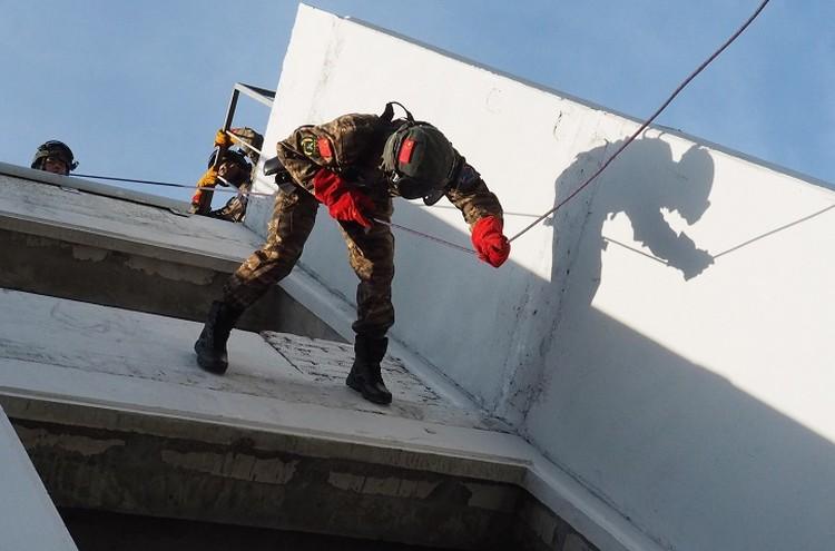 Такие учения просто необходимы для системы профессиональной подготовки бойцов спецподразделений.Фото:Пресс-служба Сибирского округа войск национальной гвардии Российской Федерации