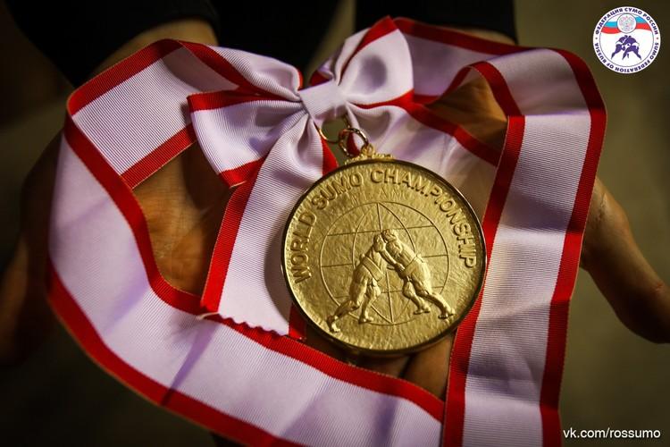 Сумоистка Екатерина Гордеева возвращается домой с золотой медалью.