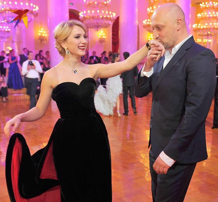 Дочь актеров Гоши Куценко и Марии Порошиной Полина с отцом.