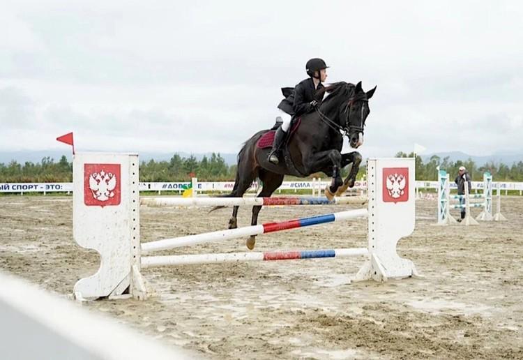 У воспитанников клуба уже есть кубки победителей с престижных соревнований Фото: mustang-sakh.ru