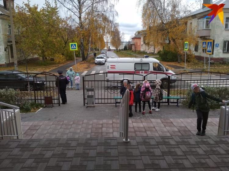 После ЧП уроки отменили, детей распустили по домам.