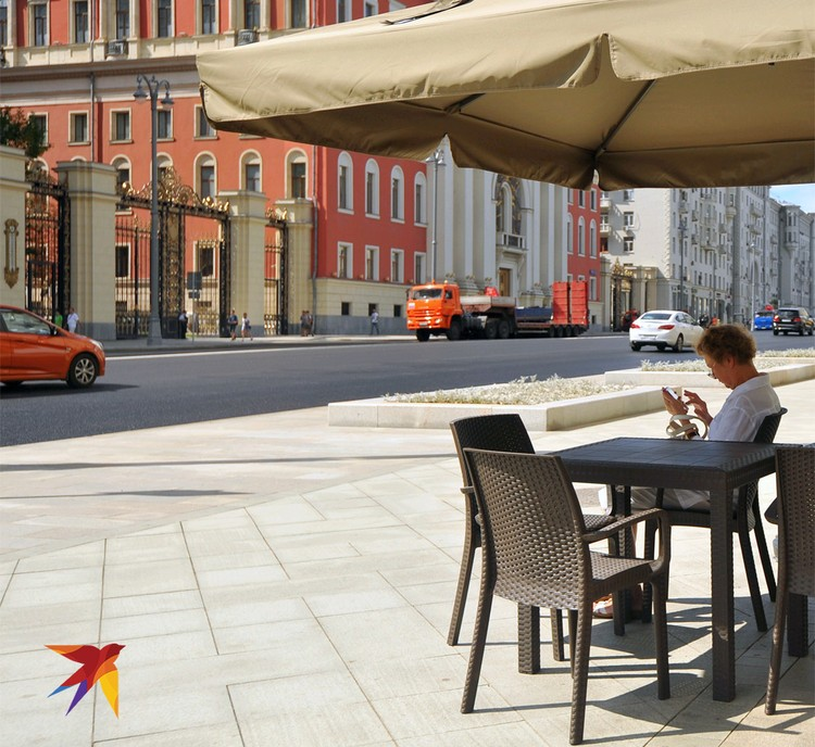 Кафе на Тверской улице, центр города.
