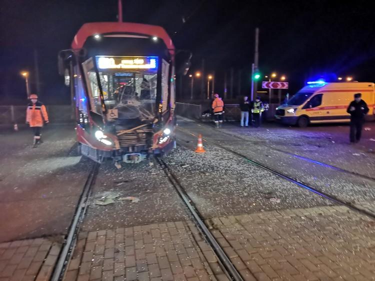 У трамвая выбило стекла Фото: ГУ МВД по Санкт-Петербургу и Ленобласти