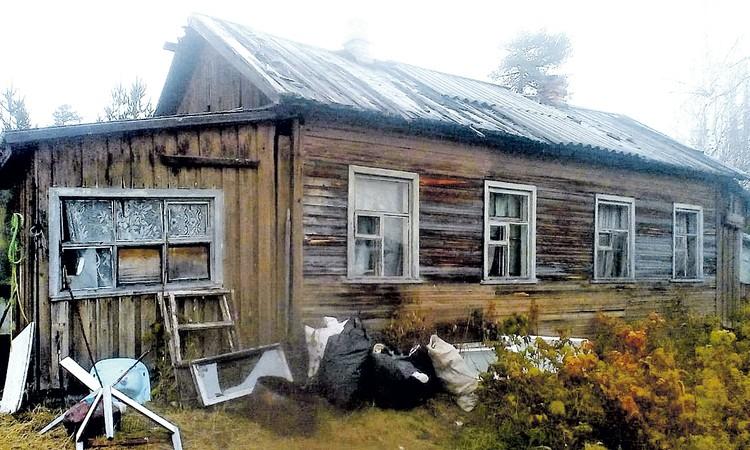 Новый старый дом Лапшиных в карельской Кепе. Назвать его богатым язык не поворачивается. Но здесь все живут трудно. Зато детей не отнимают. Фото: Иван МАХИНОВ