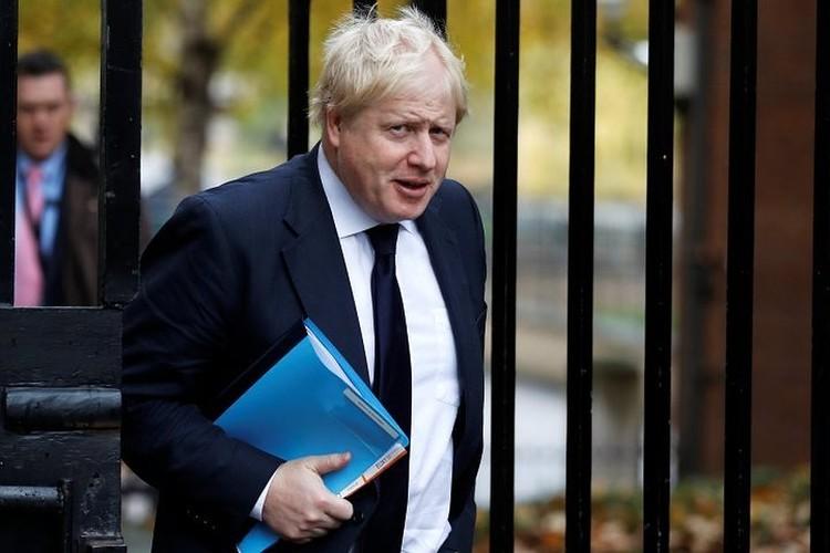 Премьер Борис Джонсон уверенно ведет Великобританию из ЕС, но сближения с Россией при нем ожидать не приходится