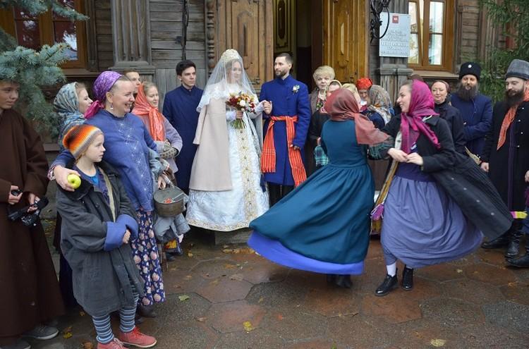 На свадьбе было около 80 гостей. Фото: Дмитрий Давыдов