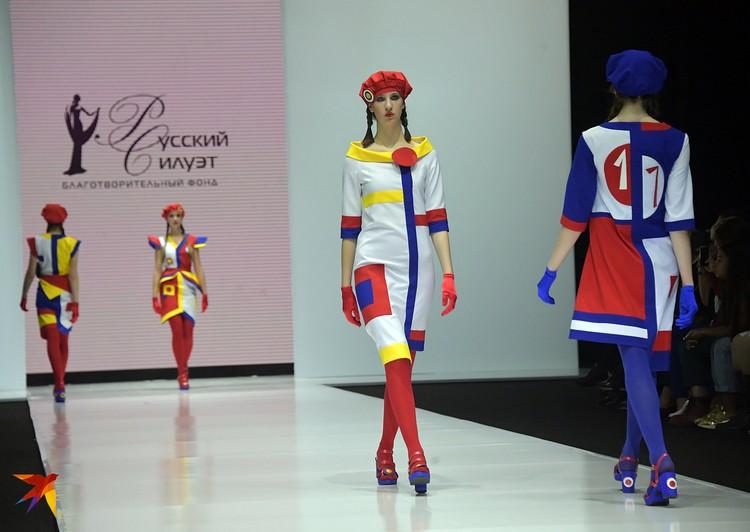 На красно-сине-бело-желтые наряды самарского дизайнера Любовь Егорову вдохновила революция и творчество русских художников-авангардистов начала 20 века