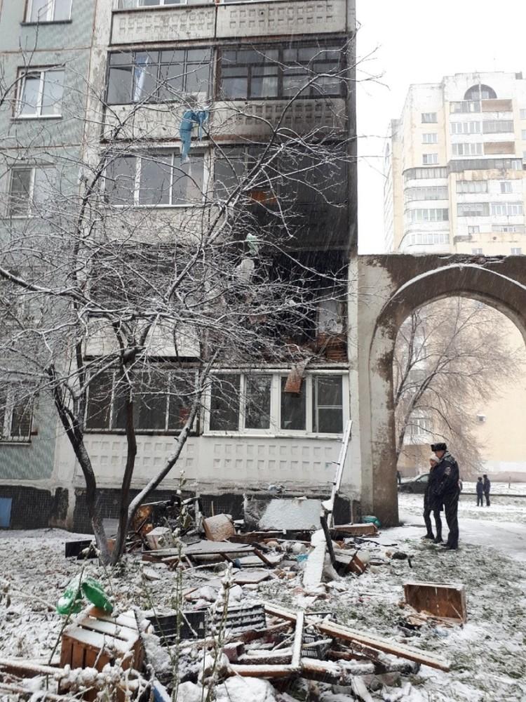 Взрыв и пожар произошли в картире многоэтажки.