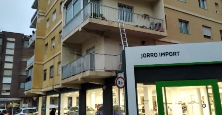 Елена жила в квартире на втором этаже. Роман залез по стремянке в окно, чтобы убить ее. Фото: telecinco.es
