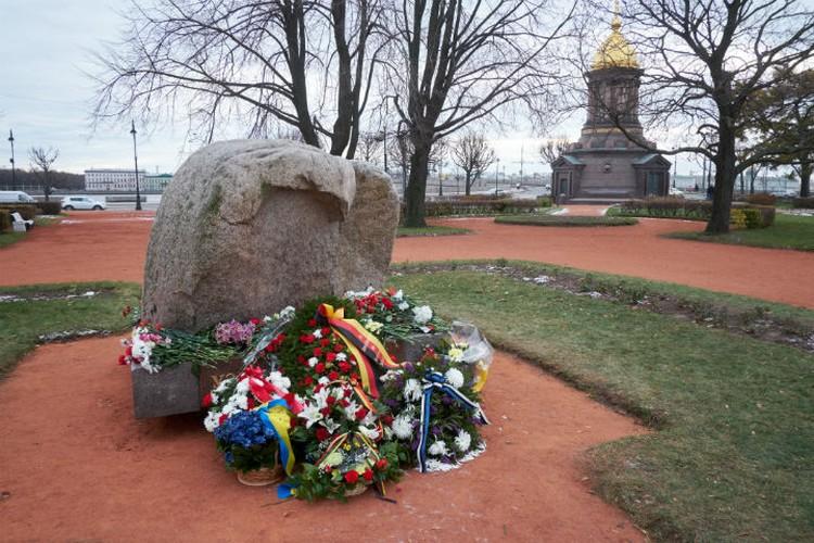 По традиции состоится встреча на Троицкой площади у Соловецкого камня.