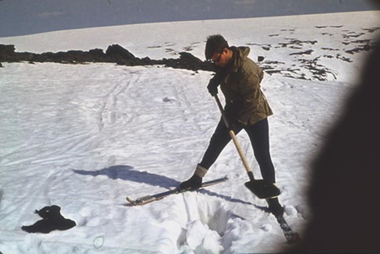 Так откапывали погибших из-под снега. Фото: из личного архива Владимира Борзенкова