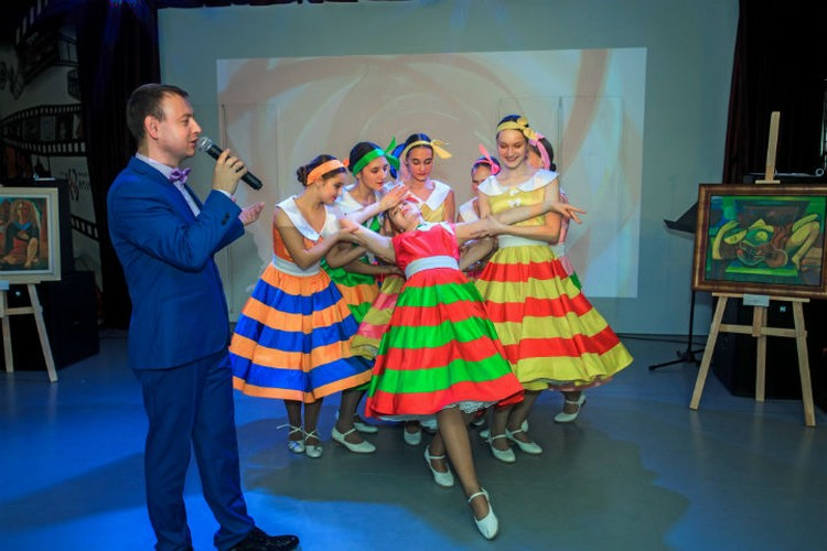 Андрей Быковский и ансамбль «Эдельвейс». Фото предоставлено фондом «Созидающий мир».