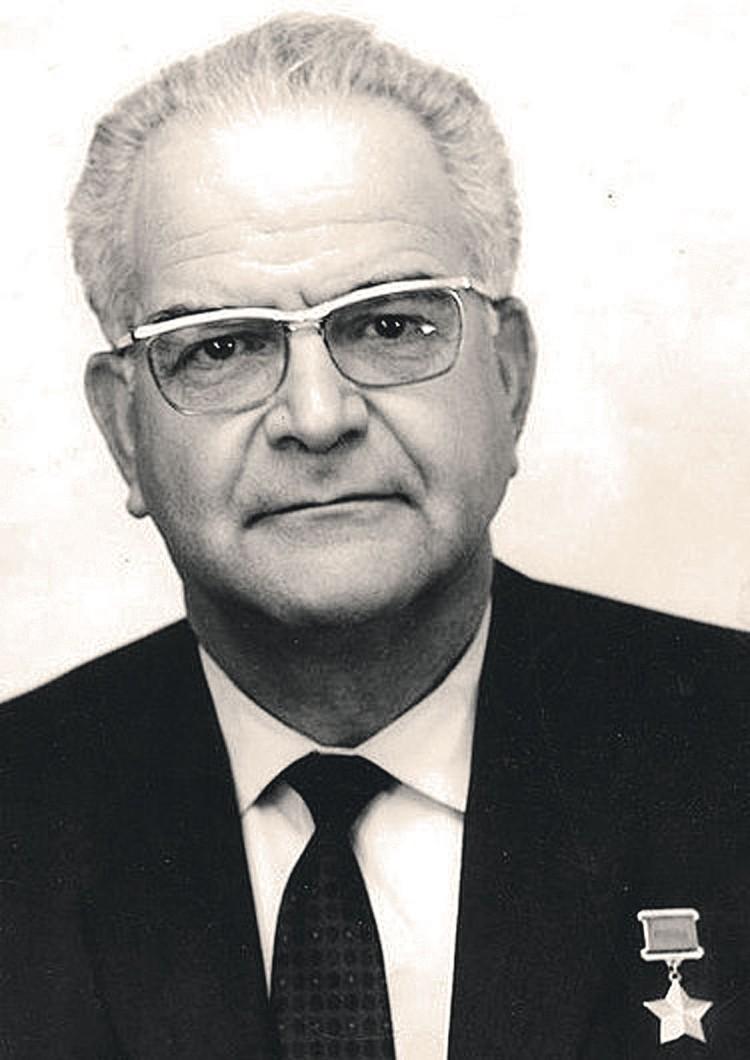 В мае 1960 года Рамон Меркадер вышел на свободу, был доставлен на Кубу, откуда его тайно переправили в СССР.