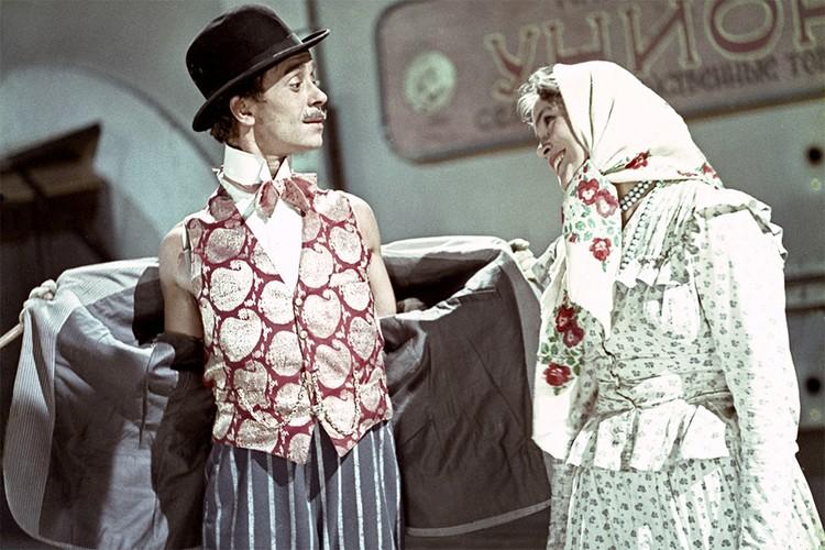 Кадр из фильма «За двумя зайцами», 1961 г.