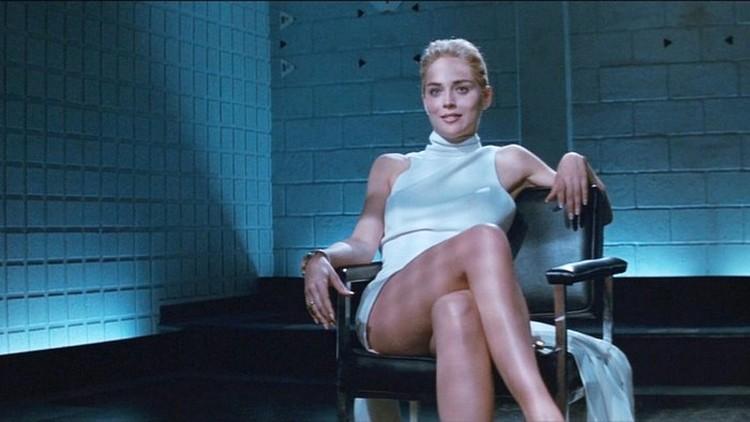 Актриса повторила свою знаменитую сцену из фильма «Основной инстинкт».