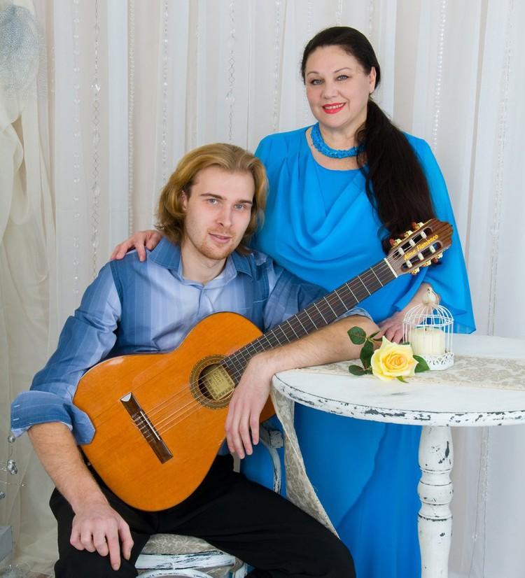 Исполнительница романсов Евгения Лихацкая объединила вокруг себя много талантливых людей, музыкантов Великого Новгорода