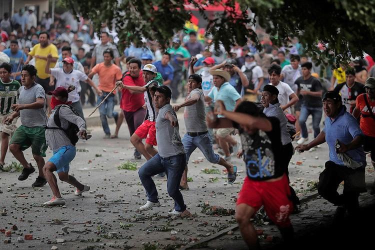 Уличные столкновения сторонников и противников Моралеса, октябрь 2019 г.