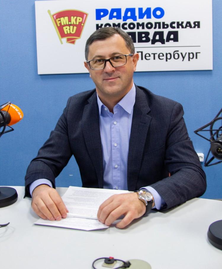 Профессор Бадри Сигуа в радиостудии «Комсомольской правды в Санкт-Петербурге».
