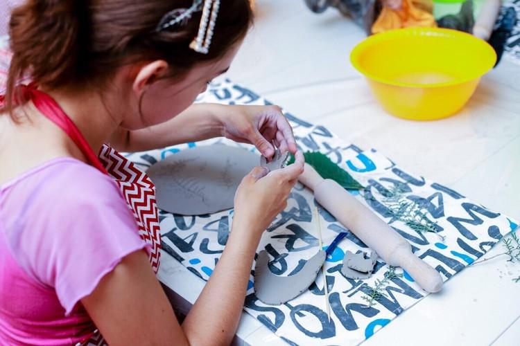 """В керамической мастерской ребята учатся делать посуду, предметы интерьера. Фото: """"Добрый-Юг"""""""